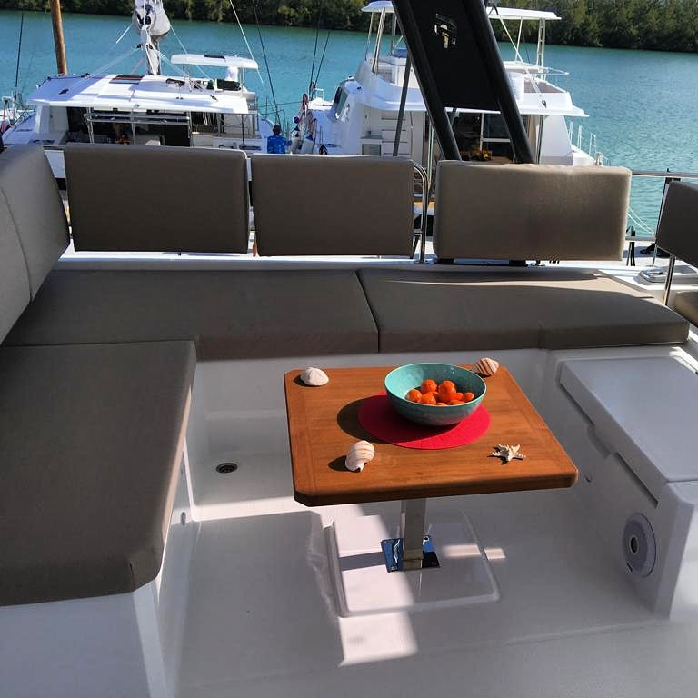 Fountaine Pajot Alegria 67 - flybridge