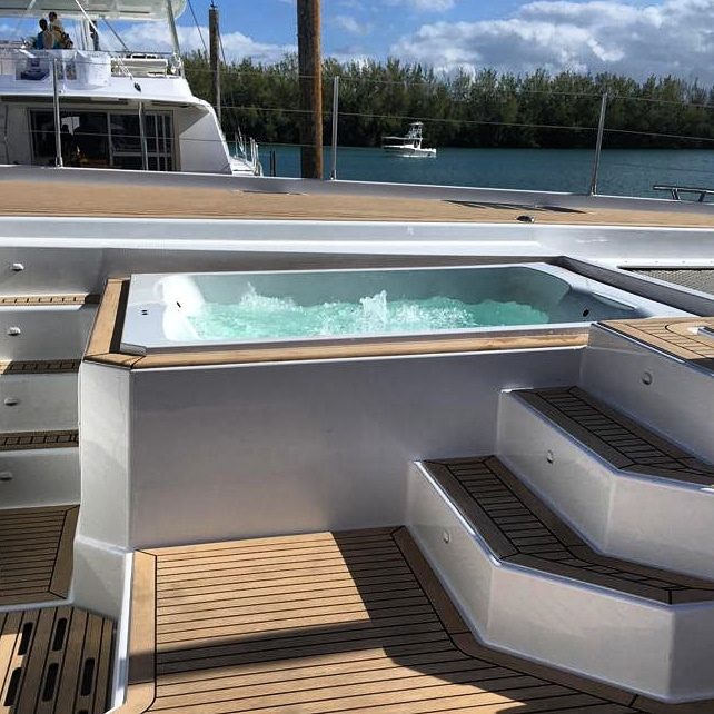 Fountaine Pajot Alegria 67 - jacuzzi on foredeck lounge