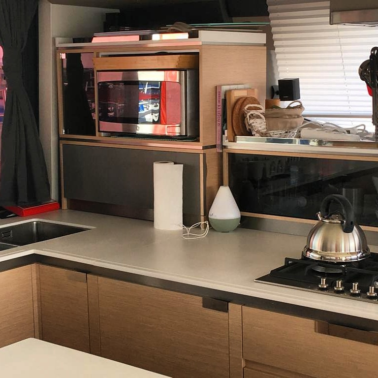 Fountaine Pajot Alegria 67 - galley