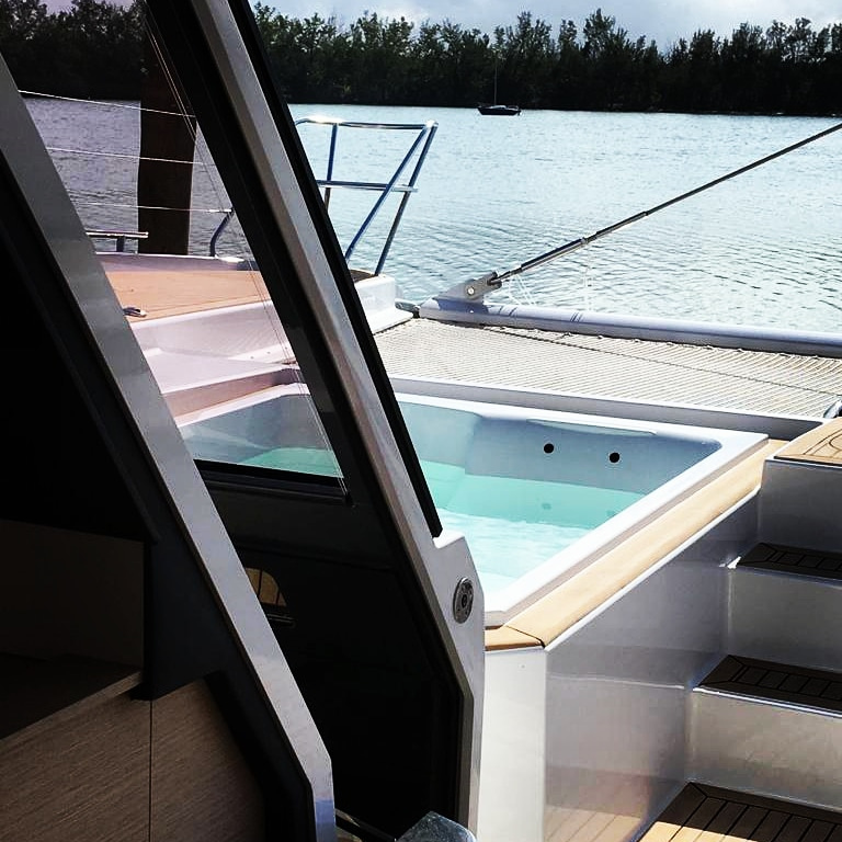 Fountaine Pajot Alegria 67 - sliding door to foredeck