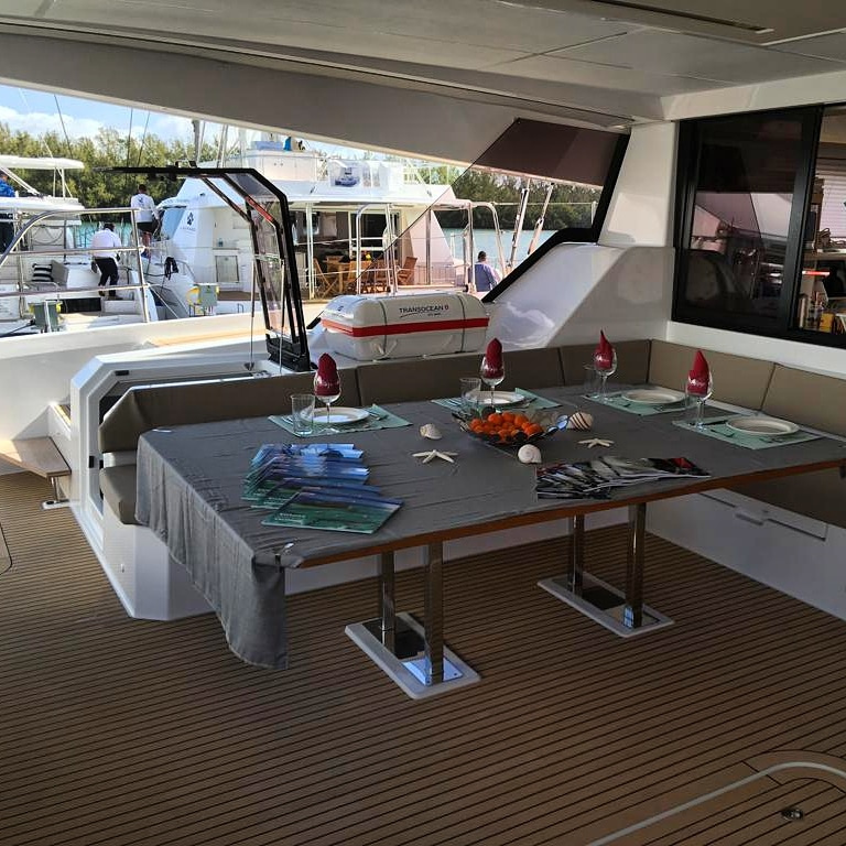 Fountaine Pajot Alegria 67 - cockpit table